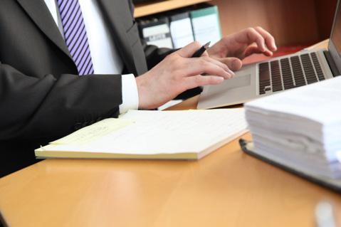 Prüft der Anwalt die Aussagen seines Mandanten nicht, haftet er für Irrtümer
